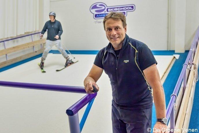 Eigenaar Robert Bent bij een van zijn indoorbanen in Amstelveen