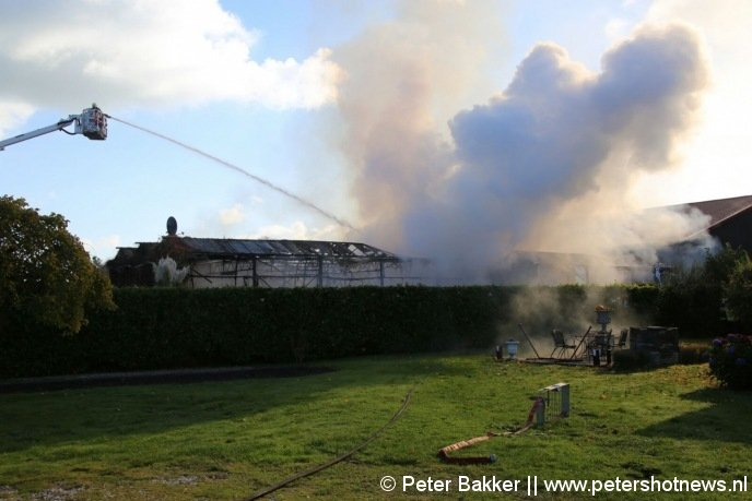 Grote brand in schuur Vrouwenakker - Peter Hotnews