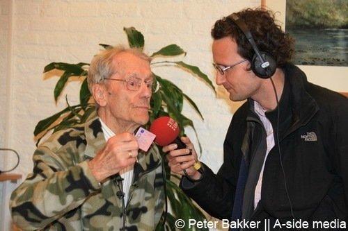 Archieffoto: In 2010 verlengde Han Grootegoed uit Mijdrecht op 100-jarige leeftijd zijn rijbewijs.