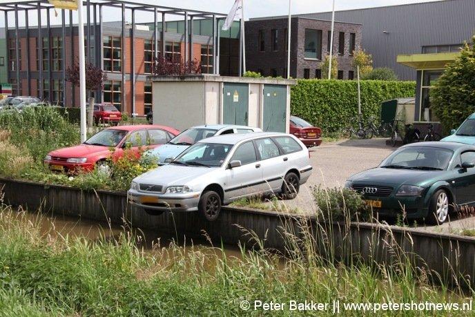 auto rolt bijna sloot in bij kringkoop mijdrecht - peters hotnews.nl