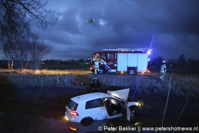Traumahelikopter zet de landing in bij het ongeluk