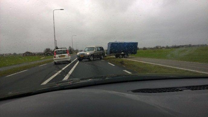 Aanhangwagen in problemen op de N201 tussen Mijdrecht-Uithoorn