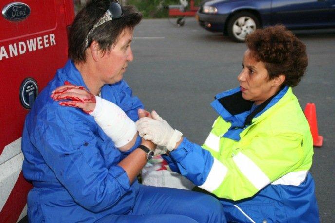 Een slijptol heeft een flinke slagaderlijke bloeding en inwendige schade aangericht in de arm.