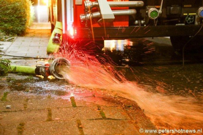 De kwekerij en watervaten worden leeg gepompt door de brandweer