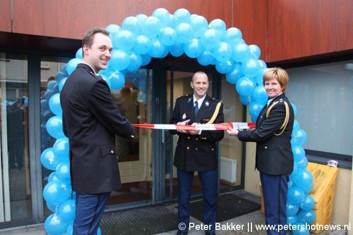 v.l.n.r. Martien van Herk (operationeel leidinggevende bureau Mijdrecht), Olaf Broers (teamchef Stichtse Vecht/De Ronde Venen) en Ellen Boverman (districtschef West-Utrecht)