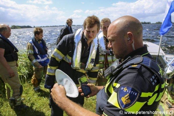 De brandweer trof een geschreven bord met nummer aan, mogelijk van de eigenaar