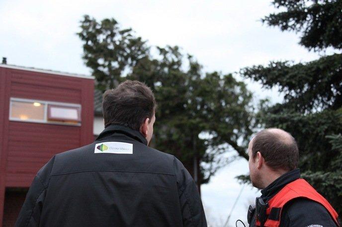 De opzichter van GroenWest kwam poolshoogte nemen en zal de schade verder afwikkelen met de bewoners