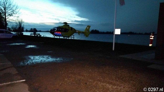 De traumahelikopter landde naast de omkleedcabines op Eiland 4.