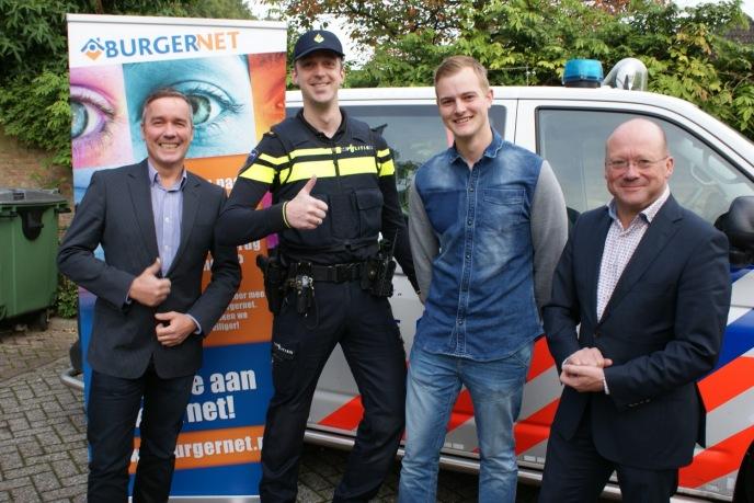 Dick Roodenburg (gemeentelijk projectleider Burgernet), Martien van Herk, Casper Aarsman en burgemeester Maarten Divendal