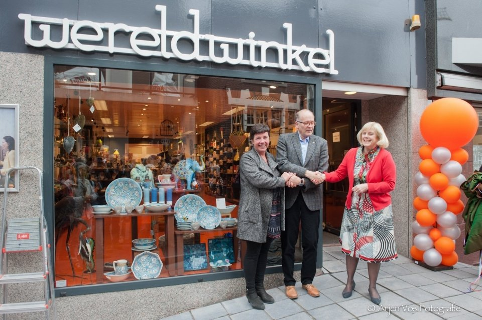 0297 nl   Feestelijke heropening Wereldwinkel Aalsmeer